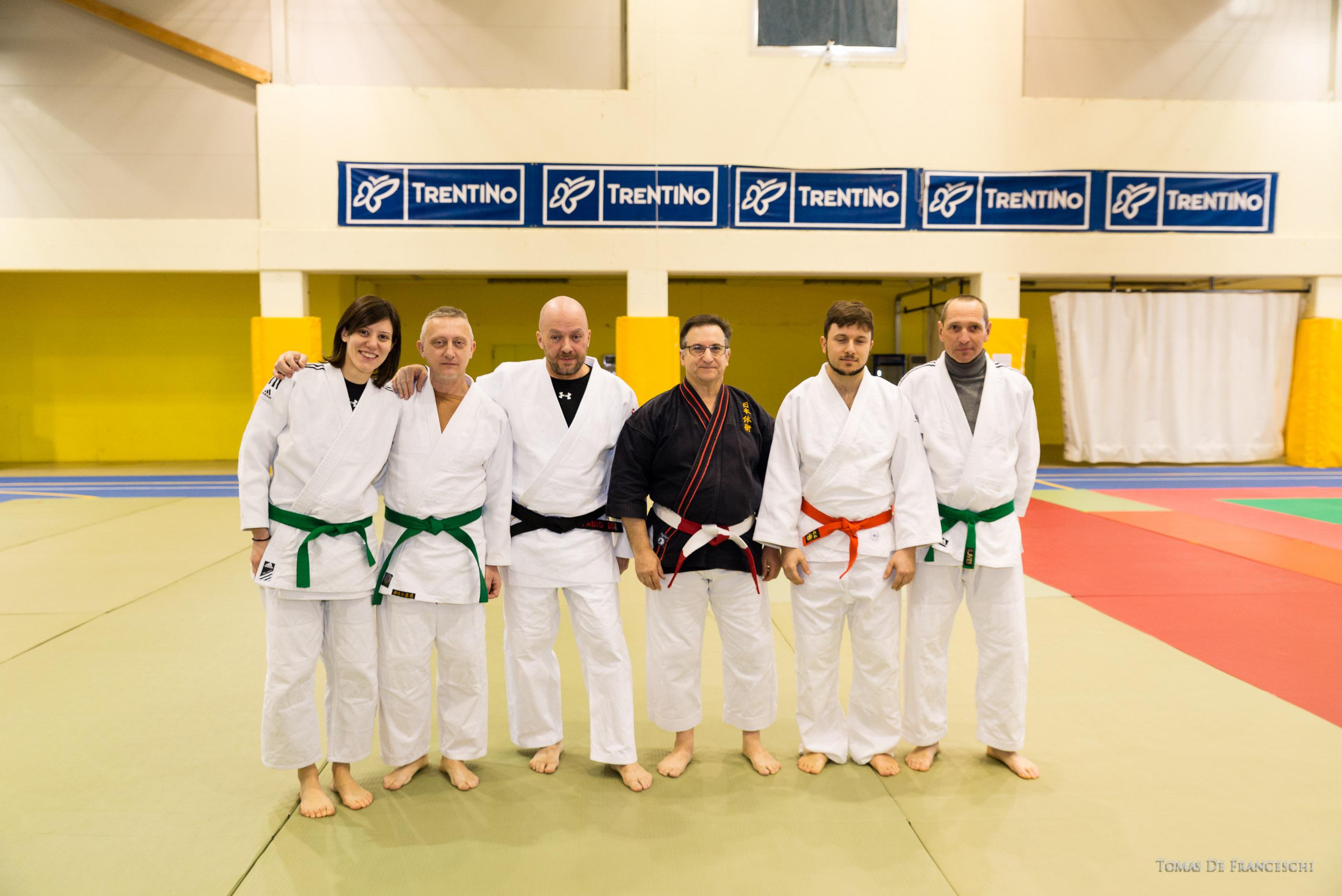 Il Maestro Fabio Dainese con gli Allievi partecipanti e, il Kyoshi Pere Calpe - Presidente F.M.N.T.J. Nihon Tai Jitsu